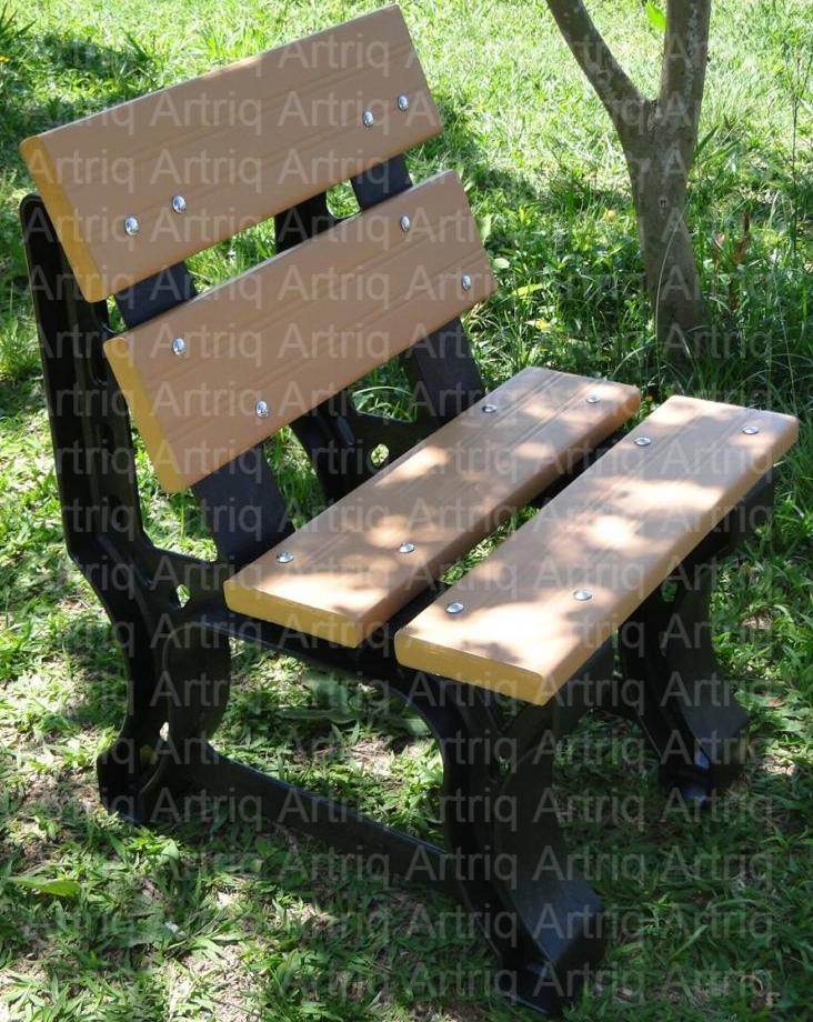 Banco de madeira plástica com encosto de 1 lugar e pés reforçados