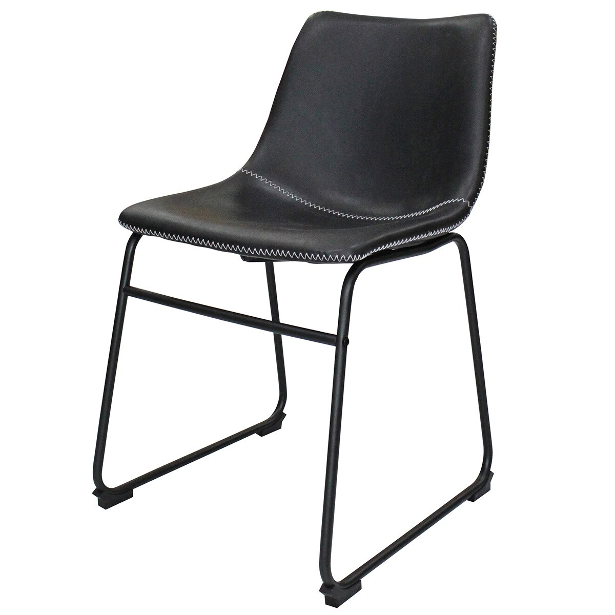 Cadeira com estrutura metálica preta, concha estofada de courino, costura e sapata
