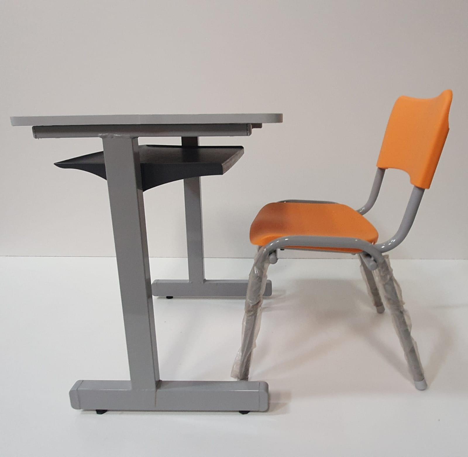 Conjunto escolar com Carteira e Cadeira