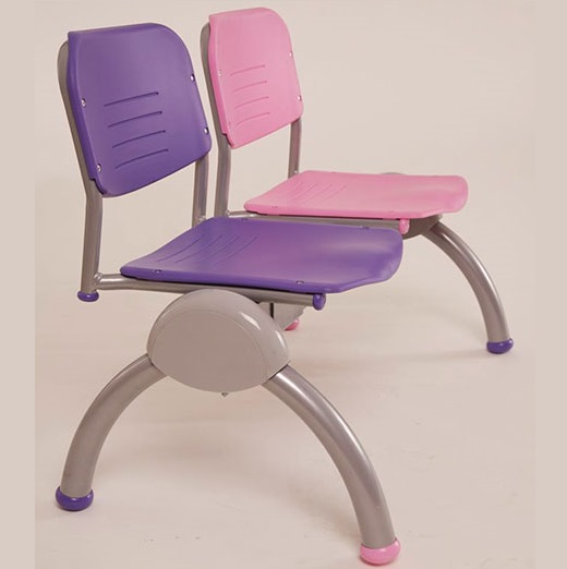Longarina infantil com 2 ou 3 lugares com assento e encosto em polipropileno