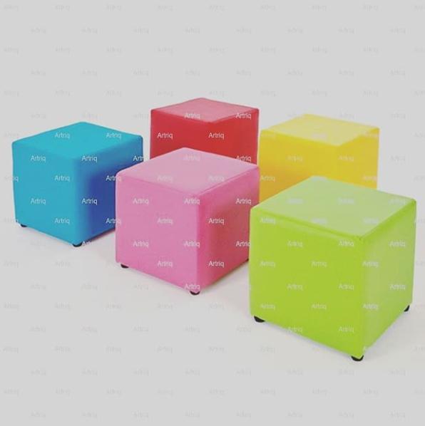 Puff quadrado em courino ou tecido